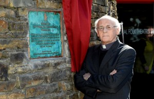 Fr Pat Ahern with the plaque he unveiled to mark the 40th anniversary of the founding of Siamsa Tire at a special celebration on Sunday. Photo by Domnick Walsh