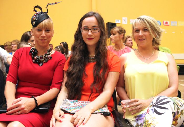 Aine Wall, Derrymore, Rachel Walsh, Tralee and Mags O'Halloran, Ballyheigue,  at the Ballyheigue Fashion Show in the Community Centre on Wednesday night. Photo by Dermot Crean
