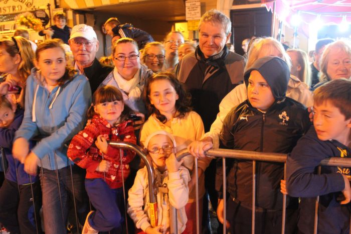 Faces in the crowd at the Rose Parade on Saturday night. Photo by Dermot Crean