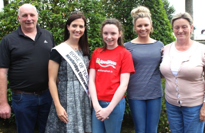 At the Fels Point Hotel for the 'Share a Dream Foundation event for Colleen Whelan From co Kilkenny were, from, from left: Sean Whelan, Haley O'Sullivan (Current Rose of Tralee), Colleen Whelan, Niamh Whelan, Liz Whelan. Photo by Gavin O'Connor.