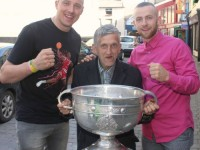 Kieran Donaghy and Barry John Walsh with Christy McCarthy in the town centre with Sam Maguire. Photo by Gavin O'Connor.