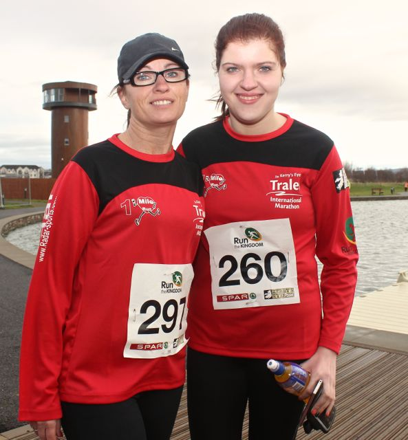 Sandra O'Riordan and Stephanie Nix at the Tralee Valentine 10 Mile Road Race from Tralee Wetlands on Sunday morning. Photo by Dermot Crean