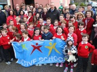 Kieran Donaghy with schoolchildren of Derryquay National School just before he raised the