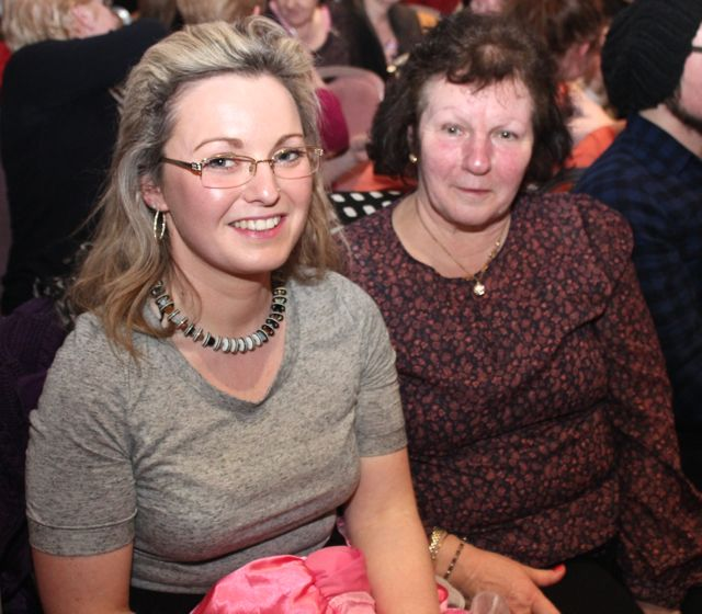Jackie and Phyliss Ryan at the 'Talent Of Tralee' fundraising concert on Friday night in the Fels Point Hotel. Photo by Dermot Crean