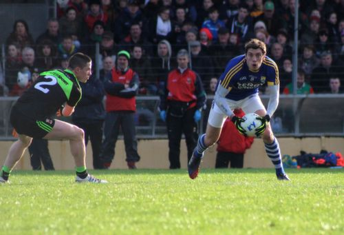 David Moran looks for a team-mate as Stephen Coen of Mayo looks on during the Allianz League game between Kerry and Mayo at Killarney on Sunday. Photo by Dermot Crean