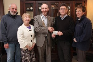 At the cheque handover of €2650 from Tralee Rotory Club to the Kerry Branch of Enable were. from left: Richard Bonno, Meg Healy, Derry O'Sullivan (President of Tralee Rotory Club), Sean Scally (Enable Ireland) and Alison Boardman. Photo by Gavin O'Connor.