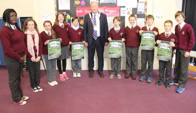Mayor of Tralee Jim Finucane with sixth class Holy Family School pupils, from left: Whitney Osayanihiy, Shannon Enright, Sophie Hennessey, Emily Rose Fitzgearld, Lucas Vada, Jim Finucane, Cormac Lynch, Jordan Kissane, Chalum T Fitzgerald, Tony Monaghan and Paul Browne. Photo by Gavin O'Connor.