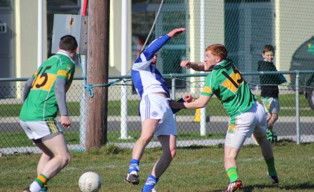 John Mitchels, Alan O'Donoughe, puts the Templenoe defence under pressure. Photo by Dermot Crean.