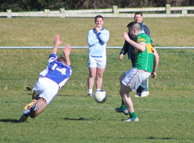 A Templenoe player attempts to block, Micheal Wrenn. Photo by Dermot Cream.