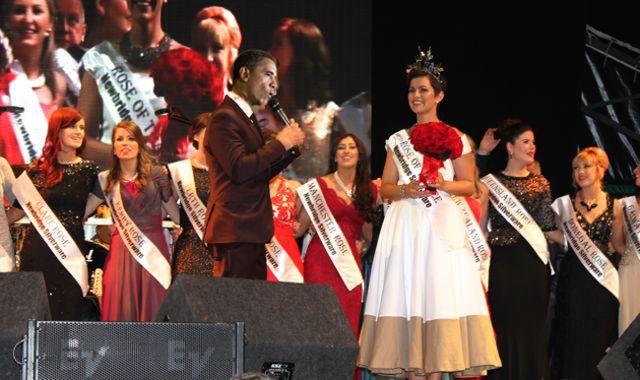 Obama-sings-to-Rose-2