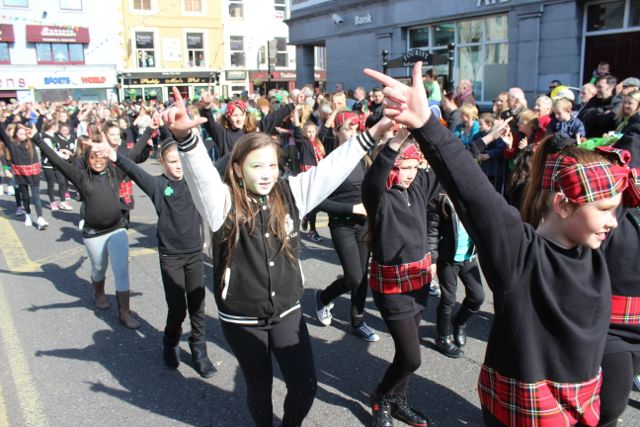 Members of the Cassie Leen dance school at the parade. Photo by Dermot Crean