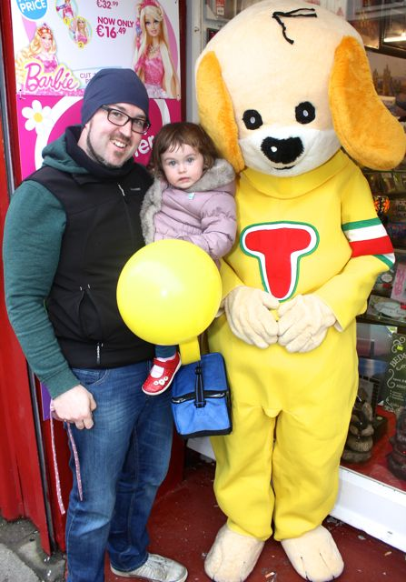 Alan and Aoibhínn O'Sullivan meet 'Toby' at Caballs Toymaster for the puppet show on Saturday morning as part of the Tír Na nÓg Festival. Photo by Dermot Crean