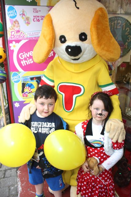Aaron and Ruby Crean meet 'Toby' at Caballs Toymaster for the puppet show on Saturday morning as part of the Tír Na nÓg Festival. Photo by Dermot Crean