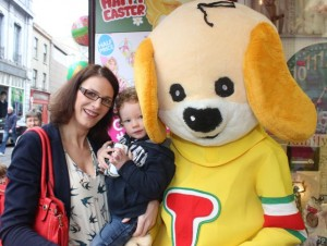 Sinead and Dylan O'Regan meet 'Toby' at Caballs Toymaster for the puppet show on Saturday morning as part of the Tír Na nÓg Festival. Photo by Dermot Crean