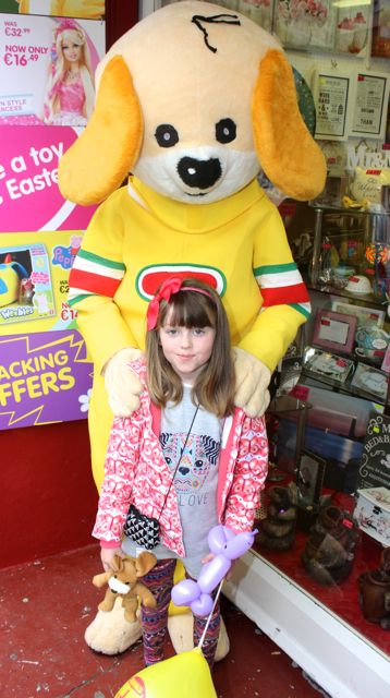 Ava O'Connor meets 'Toby' at Caballs Toymaster for the puppet show on Saturday morning as part of the Tír Na nÓg Festival. Photo by Dermot Crean