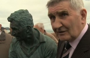 Mick O'Dwyer at the unavailing of the statue of himself in Waterville in 2013.