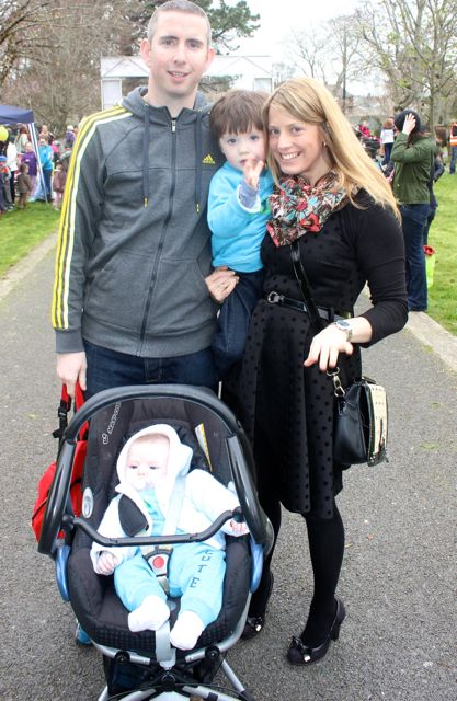 Brendan and Claire Smith with children Ben and baby Danny at the Meadowlands Hotel Kids Fun Run at the Town Park on Saturday afternoon as part of the Tír Na nÓg Festival. Photo by Dermot Crean