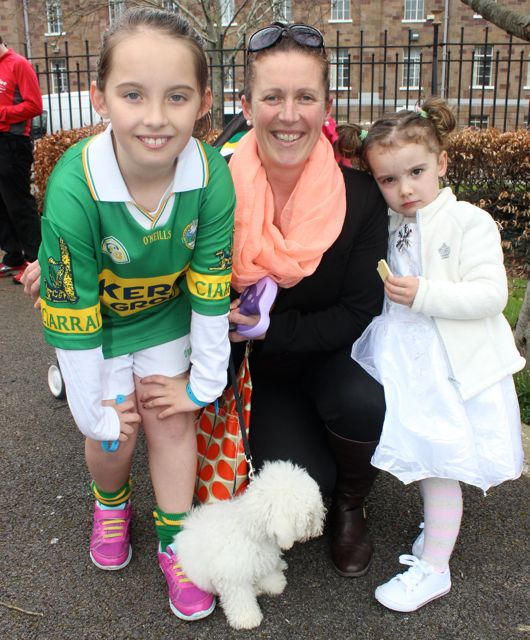 Lily, Sharon and Erin Collins with Bobby the dog at the Meadowlands Hotel Kids Fun Run at the Town Park on Saturday afternoon as part of the Tír Na nÓg Festival. Photo by Dermot Crean