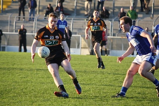 Staks KOR Greg Horan was introduced for the second half, being tracked here by Kerins O'Rahillys captain, Martin Tierney.