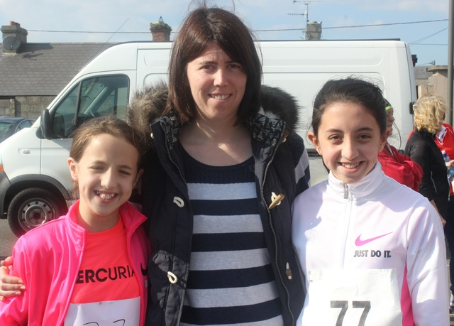 At the Kerins O'Rahillys Ladies 5K Family Fun Run were, from left: Simera Hunt, Margaret Boyle and Simone Hunt. Photo by Gavin O'Connor.