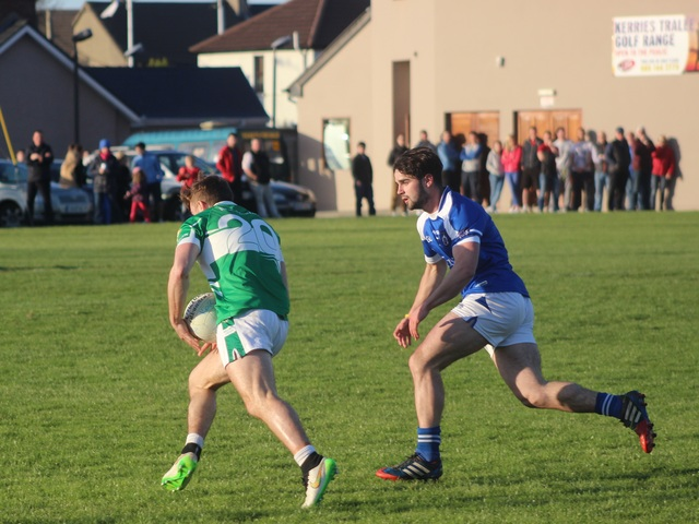 Legions, James O'Donoghue, puts on the after burners with Cormac Coffey in hot pursuit. Photo by Gavin O'Connor.