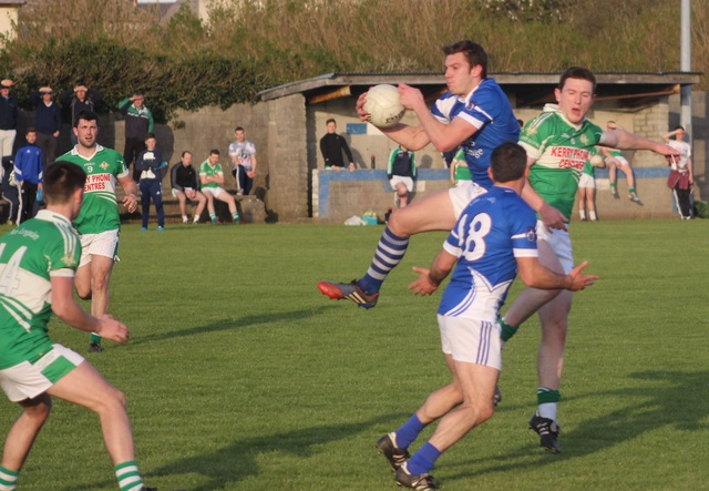 David Moran, wins a ball in midfield for Kerins O'Rahilly's. Photo by Gavin O'Connor.
