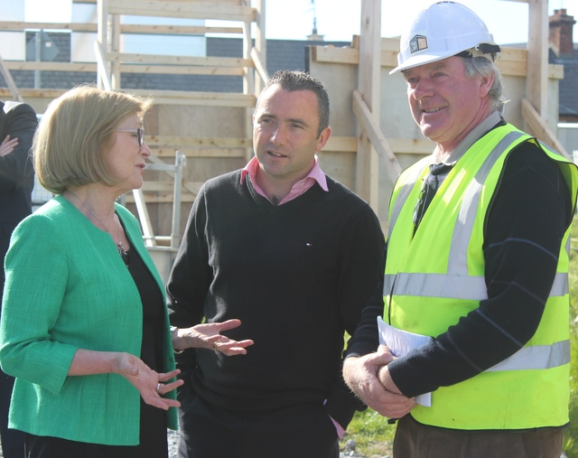 Minister for Education, Jan O'Sullivan, speaking with principal of Blennerville National School, Terry O'Sullivan and Site Manager of the new Blennerville National School, John Long. Photo by Gavin O'Connor.