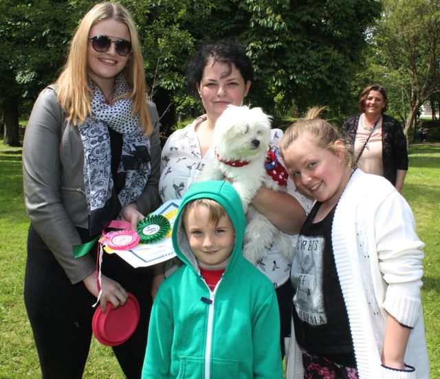 Sophia O'Brien, Rebecca O'Brien with 'Cindy', Sonny O'Brien and Amy O'Connor at the Féile na mBláth Dog Show in the Town Park on Saturday. Photo by Dermot Crean