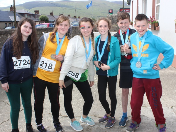 At the Blennervile National School 5k/10k Road Race, were from left: Shona Browne, Julie Foley, Sinead Trant, Carmen Haniffn, Conor Healy and Lee O'Connor. Photo by Gavin O'Connor.