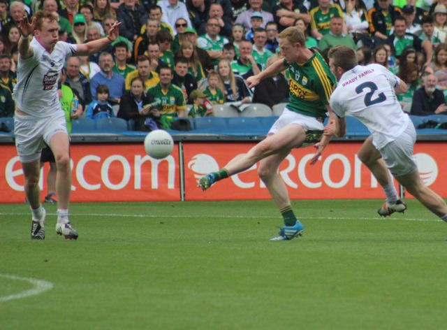 Colm Copper, takes a shot on against Kildare in the All-Ireland quarter-final. Photo by Dermot Crean.