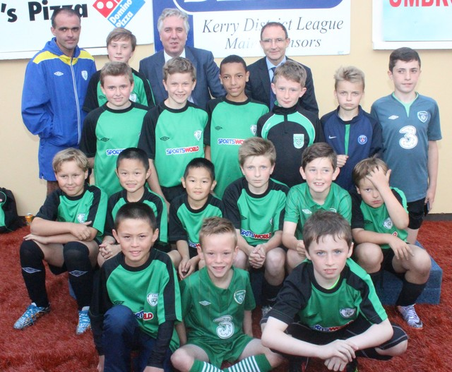 John Delaney and Martin O'Neil, with KDL youth players in Mounthawk Park. Photo by Galvin O'Connor.