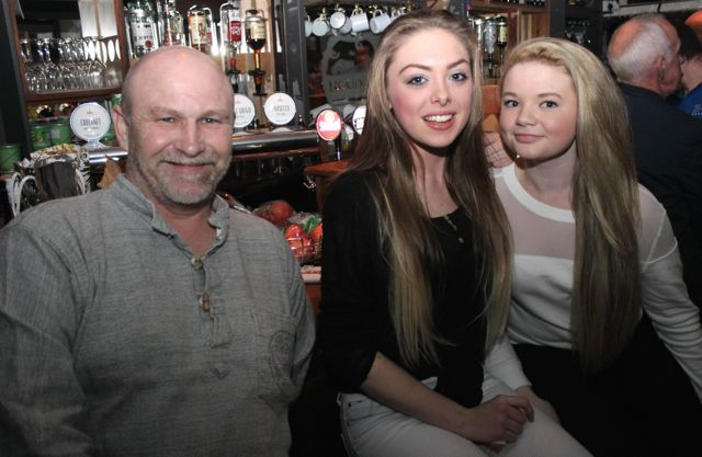 Merv Morrissey, Jade O'Connor and Ava Carr at the table quiz in aid of Sera Husky Animal Rescue in Roundy's Bar on Thursday night. Photo by Dermot Crean