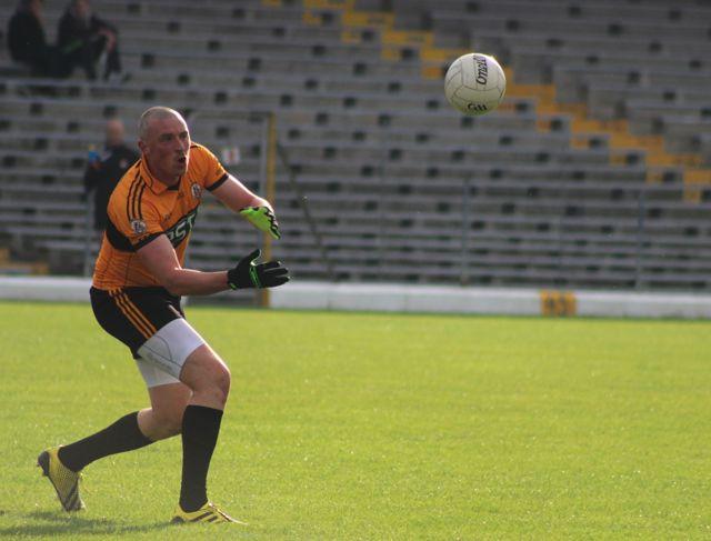 Kieran Donaghy lays off a pass. Photo by Dermot Crean.