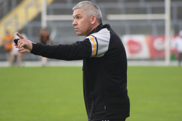 Austin Stacks manager, Stephen Stack issues an order. Photo by Dermot Crean.