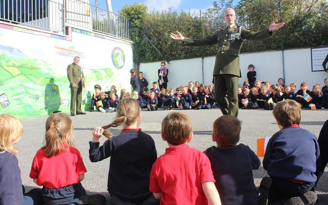 Sgt Chris Hore, speaks to school children in Listellick. Photo by Gavin O'Connor.