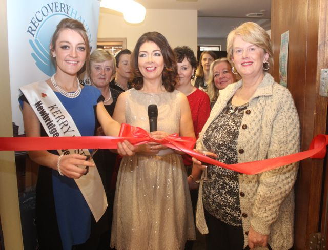 Julett Culloty with Mary O'Donnell and Margaret Enright at the opening of the 'Recover Your Sparkle' event in the Fels Point Hotel on Sunday afternoon. Photo by Dermot Crean