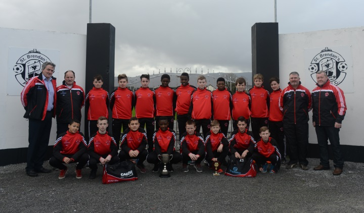 Park U15 presented with new training tops and Kit Bags