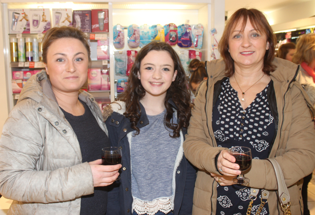 Stephanie Lyne, Shannon and Debbie Sheehan at the Fortunate Benavoli Make-Up Masterclass at CH on Friday evening. Photo by Dermot Crean