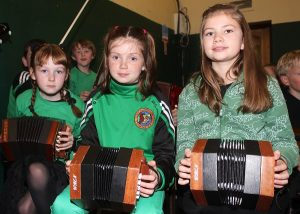 Caoibhe Ni Mac Threinfhir, Jessica McGibney and Alice Fitzgibbion at the Churchill GAA 1916 commoration. Photo by Gavin O'Connor.