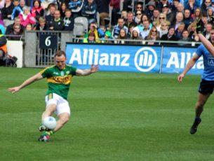 Darren o'Sullivan shoots for goal. Photo by Dermot Crean.