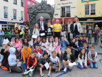 Mayor of Tralee, Cllr Pat McCarthy, present awards to Moyderwell pupils who were winners of a special Tralee 800 competition. Photo by Dermot Crean