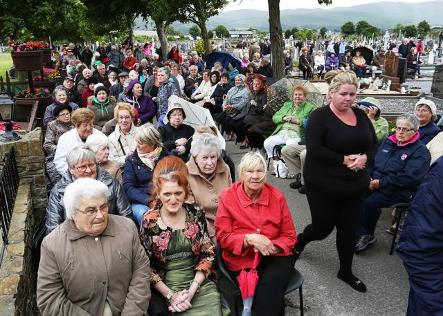 Section of the attendance at Rath cemetery Mass on Wednesday night.