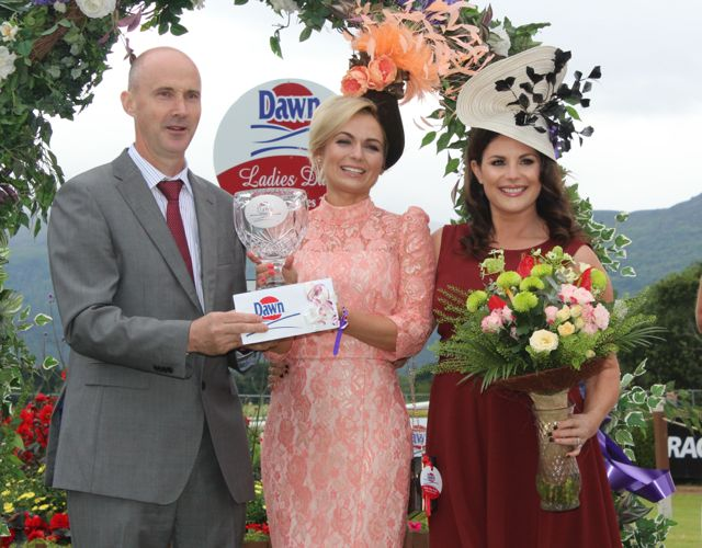 Chairman of Dawn Dairies Donal Pierse presents the Queen of Fashion Agne Kremenskiene of Killarney with her prizes with judge Lisa Cannon, at the Dawn Milk Ladies Day at Killarney Races on Thursday. Photo by Dermot Crean
