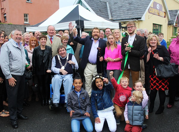 Brendan Grace unveils the Nedeen Kelliher memorial plaque in Blennerville. Photo by Gavin O'Connor.