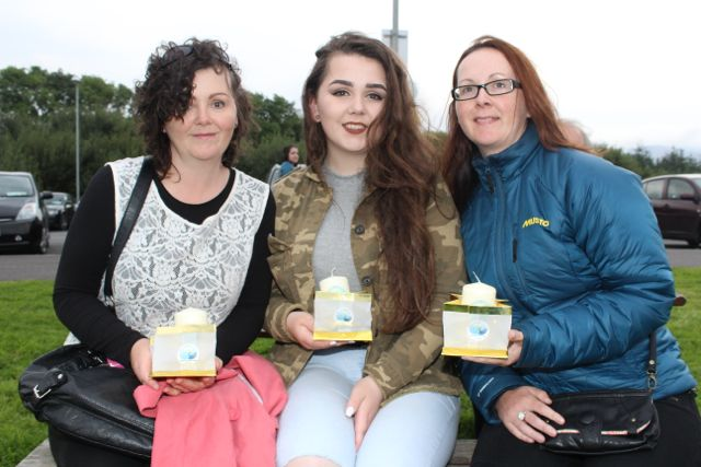 Jacqui and Shannon Tangney and Sandra Fleming at the Celebration Of Light at the Tralee Bay Wetlands on Tuesday night. Photo by Dermot Crean