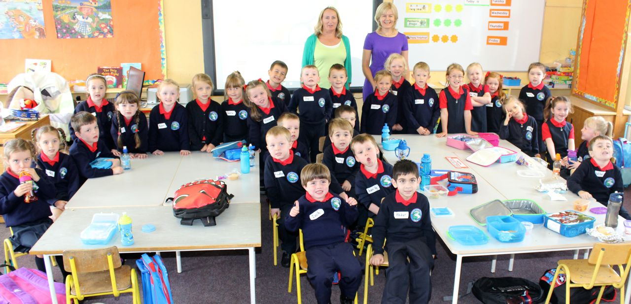 The Junior Infants at Listellick NS with teacher Riona Ruane and SNA Geraldine McKenna. Photo by Dermot Crean