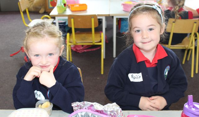 Karen O'Brien and Roisin Reidy on their first day at school at Listellick NS on Wednesday. Photo by Dermot Crean