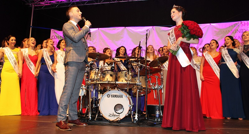 Nathan Carter serenades 'The Rose of Tralee' to new Rose, Maggie McEldowney. Photo by Gavin O'Connor.