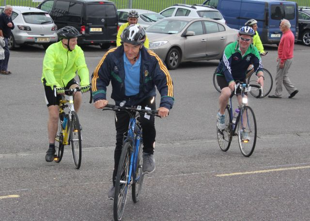 Setting off at the Na Gaeil GAA Club annual cycle on Saturday morning. Photo by Dermot Crean