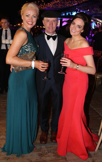 Former Laois Roses Anne Marie Bowe and Bernadette Ryan with Deputy Michael Healy Rae at the Rose Ball on Friday evening. Photo by Dermot Crean